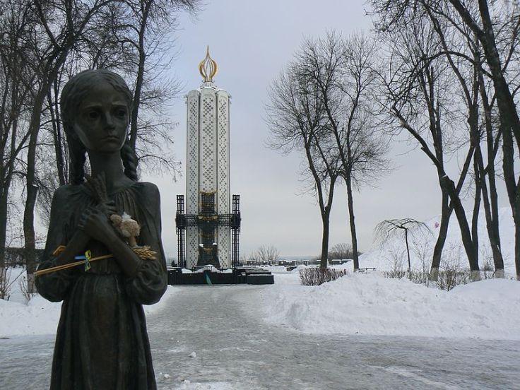 Memorial_to_Holodomor_victims_02_Kiev
